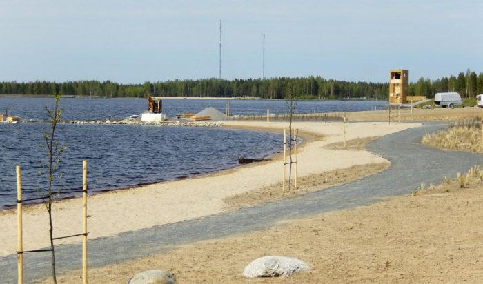 Asuntomessualueelle rakennettiin oma hiekkaranta.