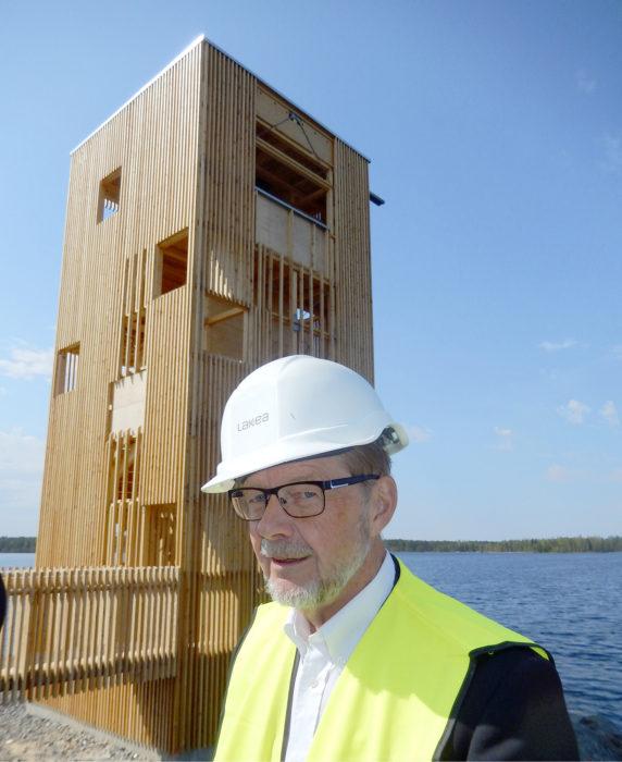 -Ainahan patoalue suotaa hieman lähiympäristön, mutta normaalilla salaojituksella täällä mennään, sanoo Seinäjoen teknisen toimialan johtaja Markku Kujanpää Periskoopin edustalla.