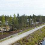 Asuntomessualue sijaitsee viitisen metriä järveä matalammalla.