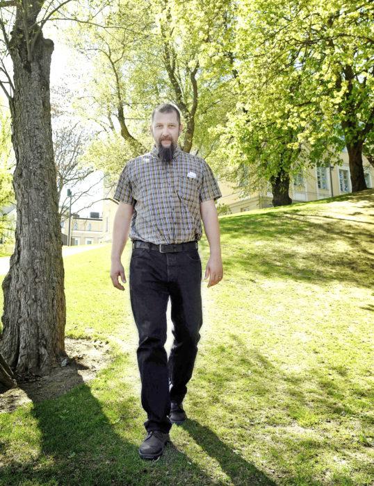 - Viheralueiden kunnossapidossa kaupungin oman ja yksityisen tuotannon hinnat ovat hyvin lähellä toisiaan. Vuosittain Tampereen kaupunki investoi pariinkymmeneen korjattavaan ja uuteen kohteeseen puistokohteeseen, Timo Koski sanoo.