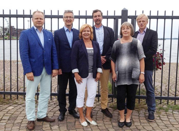 Saneerausmenetelmien standardisoinnin työryhmän jäsenistä kuvassa ovat Seppo Rautiainen (vas.), Kari Kuivalainen, Marjo Kaustell, Jukka Huusko, Tuija Kaunisto ja Jarmo Mäenpää.