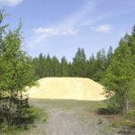 Lahden lumivaraston suojelemiseksi metsään asennettiin valvontakamera.