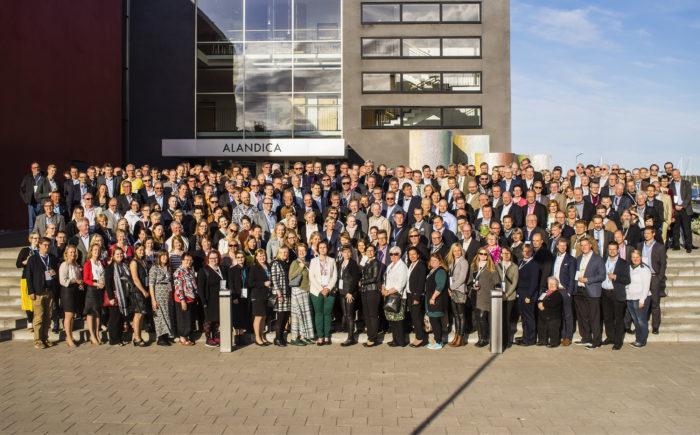 Ahvenamaalle KT-päiville kokoontui jälleen kerran näyttävä joukko ammattilaisia. Kaikkiaan yli 300 henkilöä.