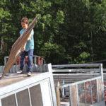Nuoret purkivat vanhan pysäkin ja rakensivat yhteistyössä Vantaan varikon kanssa uuden.