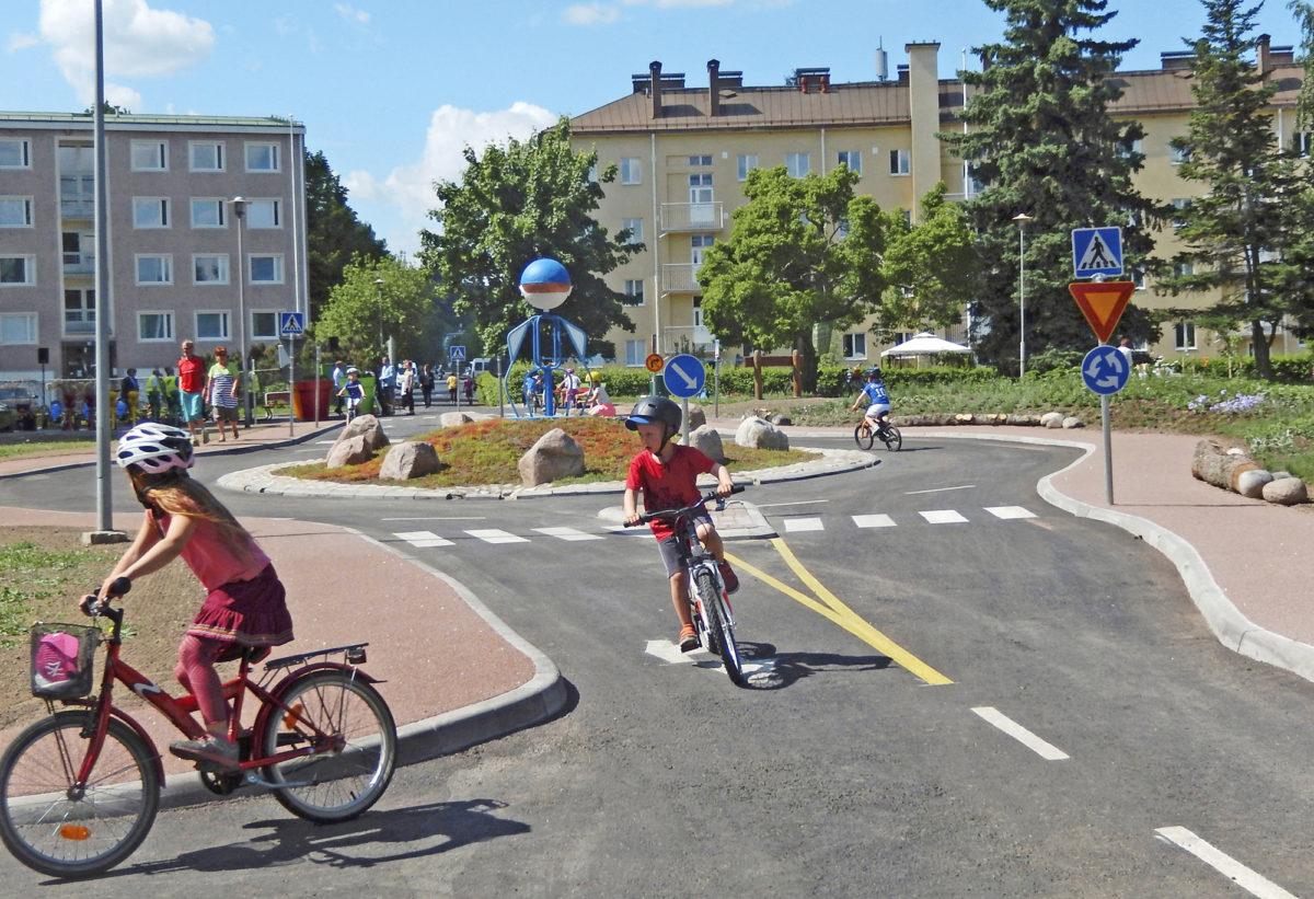Liikennepuisto tulee aktiivikäyttöön. Paikallinen Lions-klubi huolehtii lasten ja nuorten liikennevalistamisesta.
