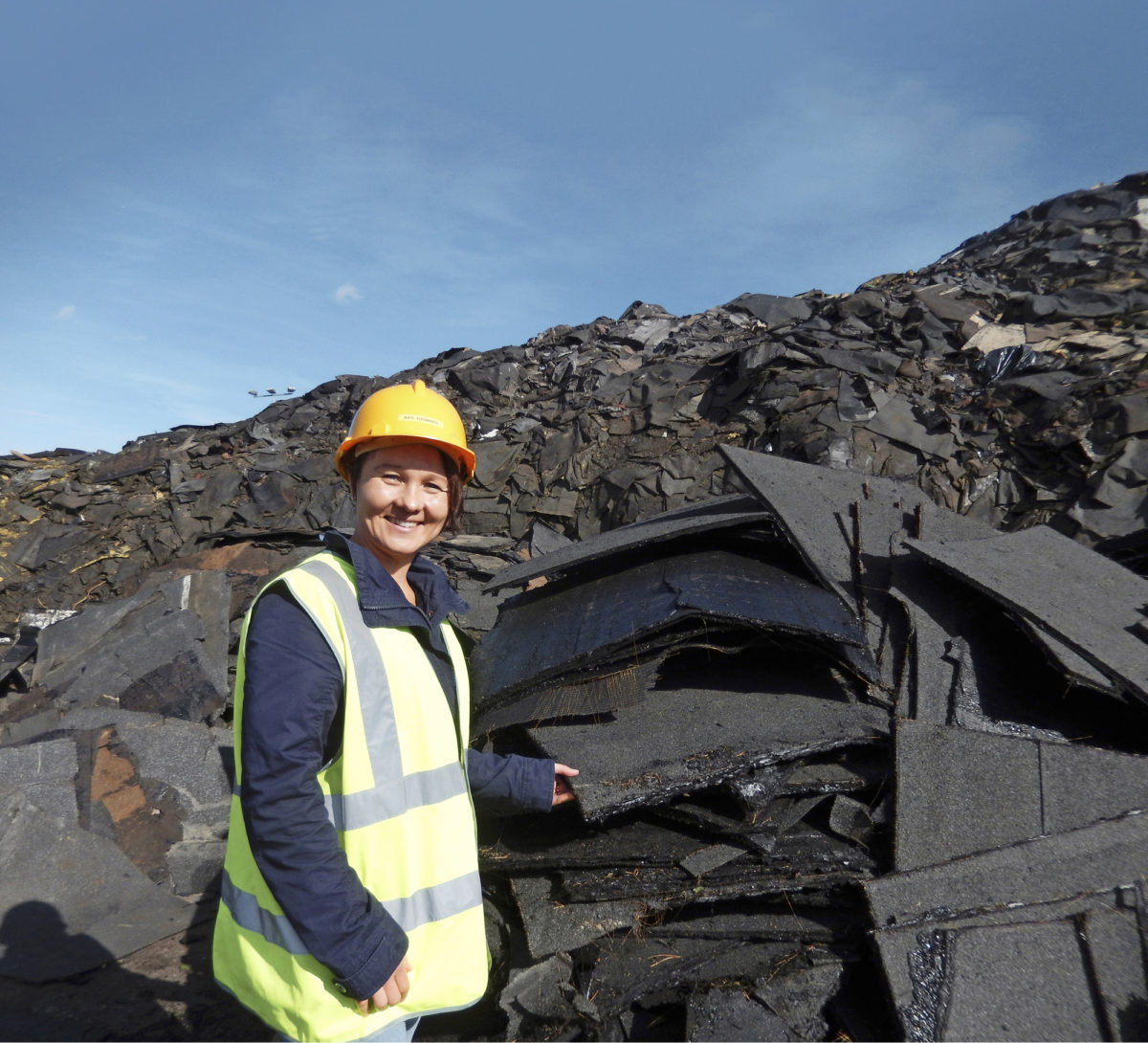 - Kumppaniverkostoomme kuuluu useita kunnallisia jätehuoltoyhtiöitä. Kerääminen Lahden alueen ulkopuolelta ja kattohuopatehtaista hoidetaan niiden ja oman noutopalvelun avulla. Eniten yhteistyötä teemme Päijät-Hämeen Jätehuollon kanssa, Kati Tuominen sanoo.