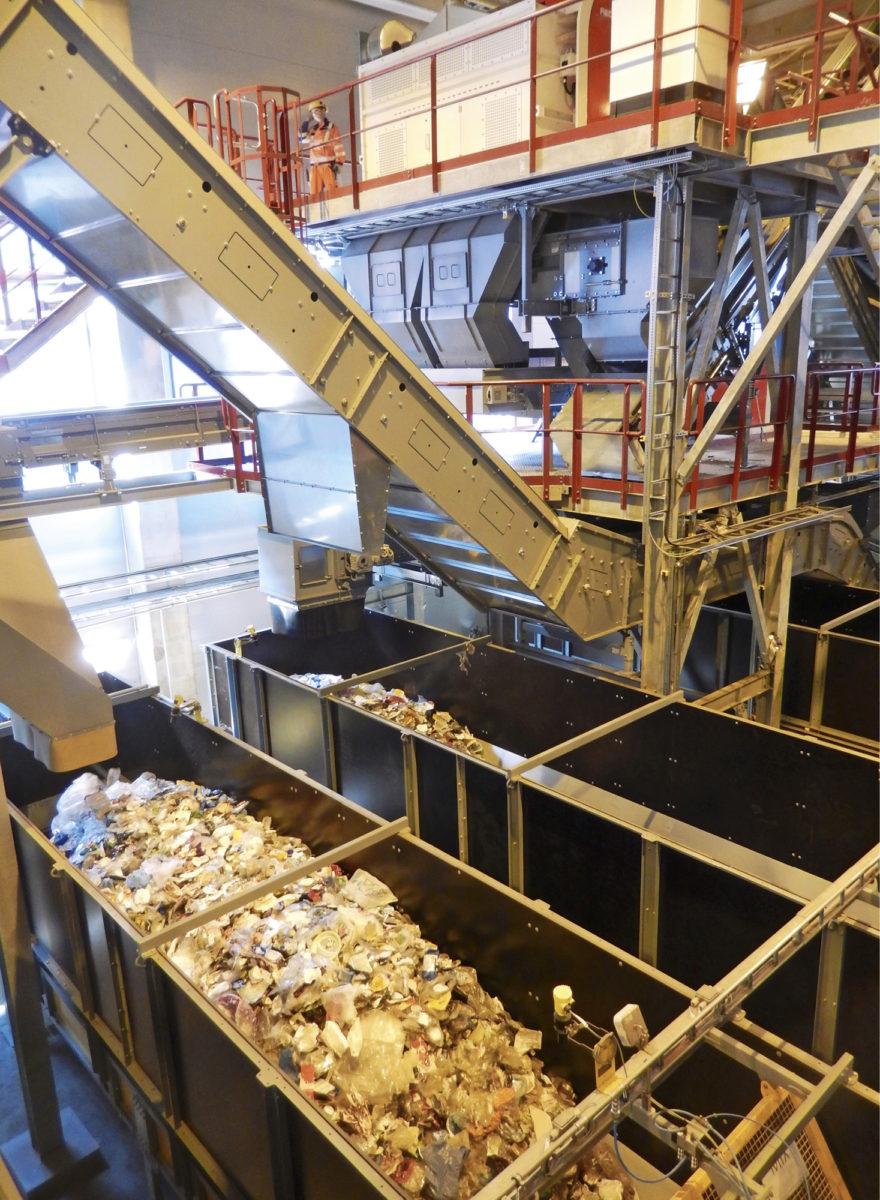 Muovijätteet päätyvät kokonsa ja laatunsa puolesta omiin karsinoihinsa ja siitä ne viedään edelleen jalostettavaksi.