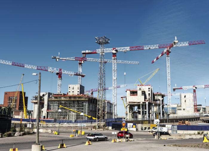 Kauppakeskus Redin rakentaminen alkoi 2011, ja ensimmäiset betonivalut tehtiin vuosi sitten. Redistä tulee tuplasti Kampin keskuksen kokoinen ja yli puolet Itäkeskuksen liikepinta-alasta.