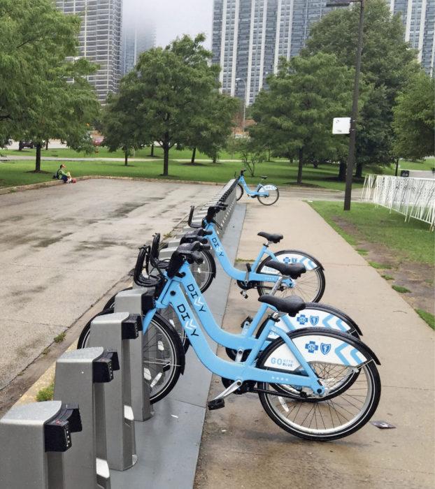 Tämä DIVVY-Kaupunkipyöräasema  oli suosittu, sillä se oli Michigan-järven  ja Millennium-puiston välissä.