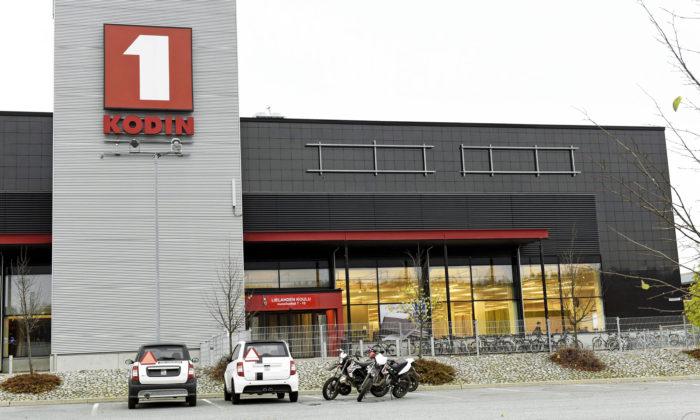 Anttilan konkurssin myötä vapautui sattumalta Kodin ykkösen tiloja koulun läheltä Tampereen Lielahdessa.