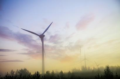 Tutkimuksen mukaan 70 % poliittisista kuntapäättäjistä on sillä kannalla, että valtion tulisi jatkossakin tukea uusiutuvan energian lisärakentamista.